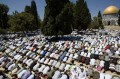 About 10,000 attend Friday prayers at Aqsa Mosque